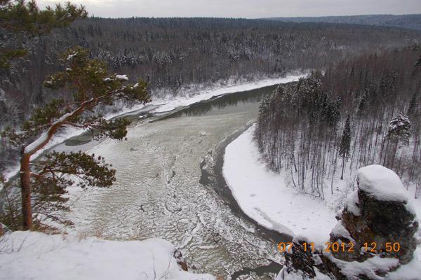 Лед на Чусовой. Вид с камня Омутной